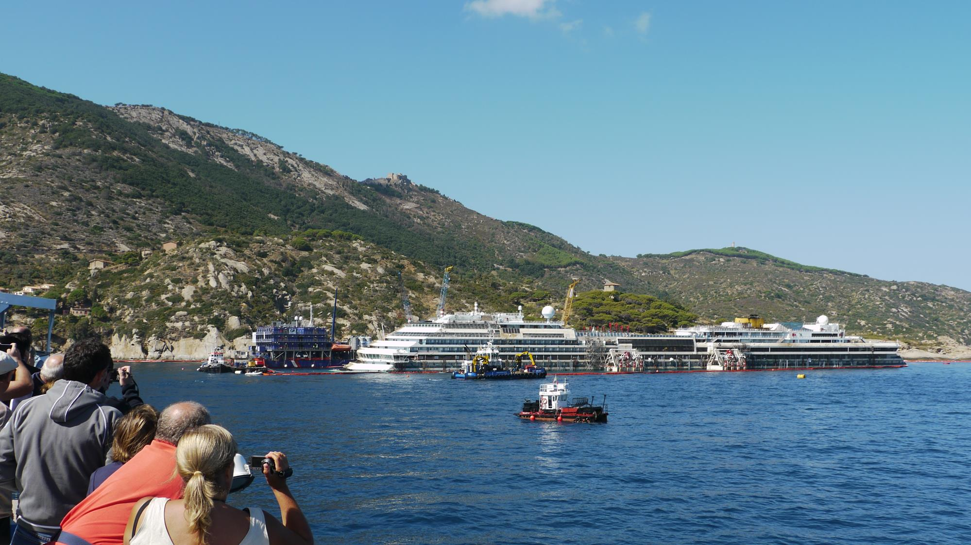 The Costa Concordia, from the ferry to Giglio
