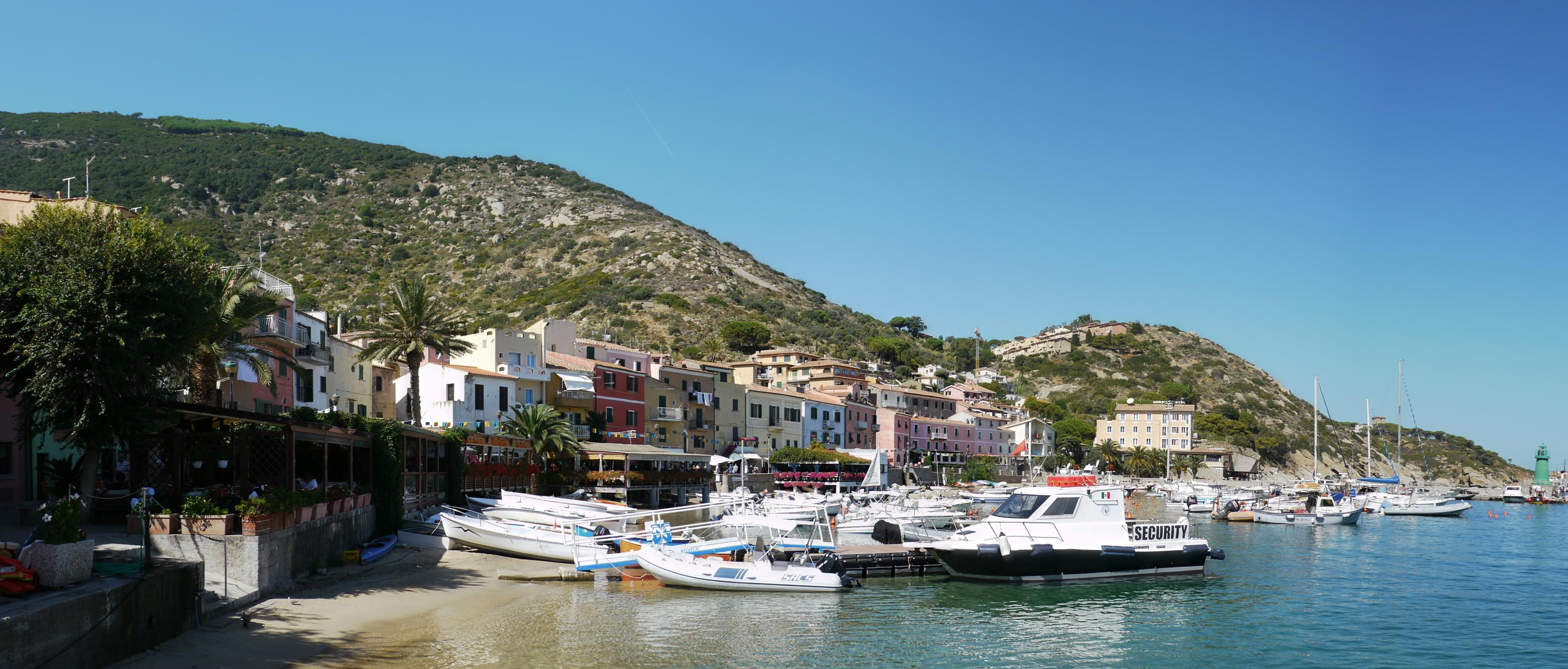 Despite the nearby shipwreck, Giglio was a beautiful island for a daytrip visit